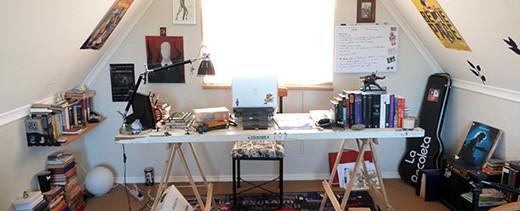 escritorio-michel-deb-escritor-chileno