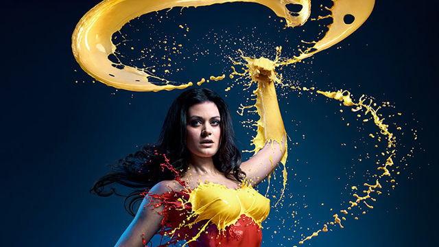 fotografia-superheroina-mujer-maravilla-calor-refrescante-escultura-liquida