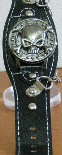 reloj rockero ecocuero y metal